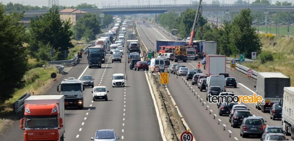 Cassino / Contromano sulla A1, anziano semina il panico. Autostrada bloccata per altri due incidenti