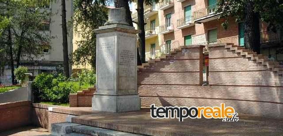 Cassino / Per la Giornata Mondiale sull'autismo illuminato di blu il Monumento ai Caduti