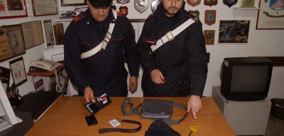 Formia / Usano la tecnica della gomma forata per rubare, arrestati due napoletani