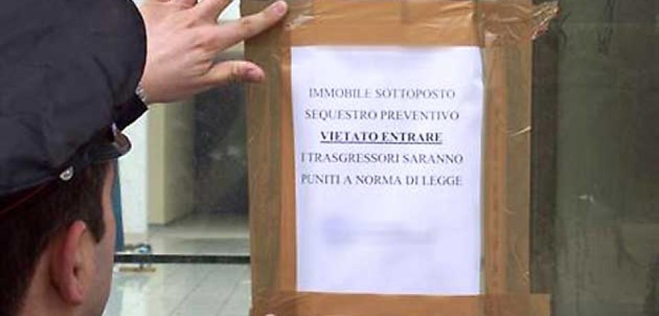 Minturno / Cercano di completare i lavori su una struttura già sequestrata: due denunce