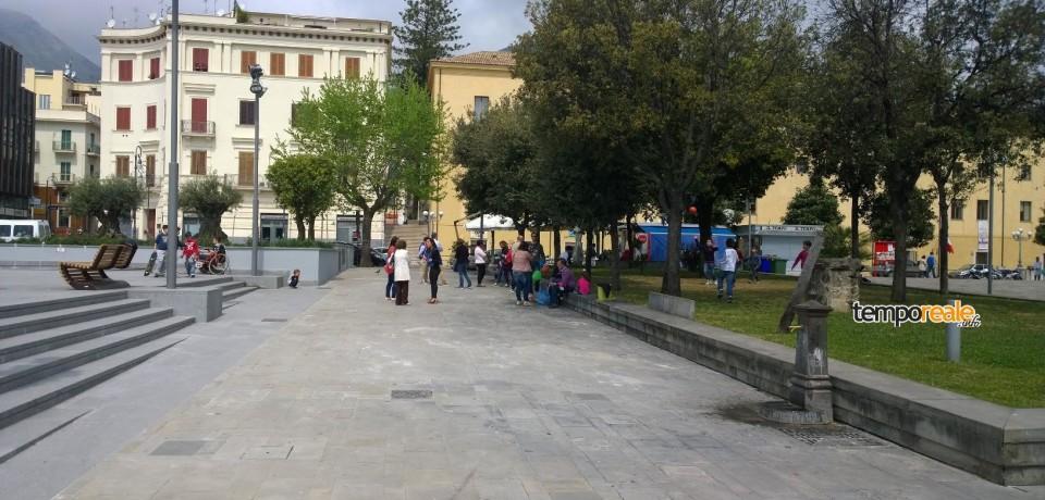 Formia/ Allagamento piazza Aldo Moro, colpa di un chiusino otturato