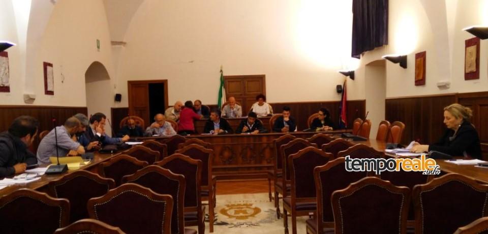Minturno / Approvata la Tari 2015. Discussione in consiglio anche su rifiuti, Rsa e lungomare al buio