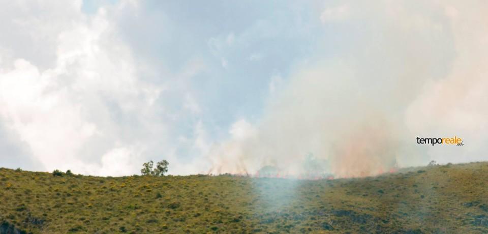 Sperlonga / Vasto incendio a Punta Cetarola