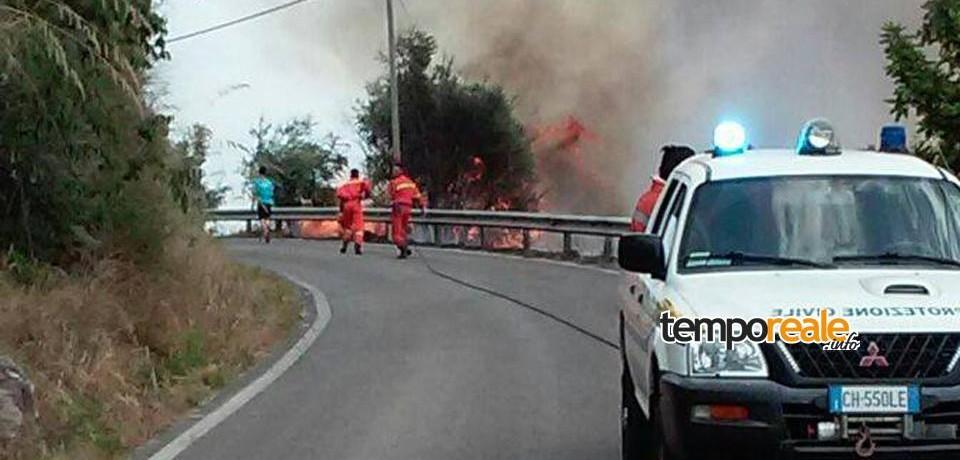 Castelforte / Vasto incendio sulla provinciale per Suio