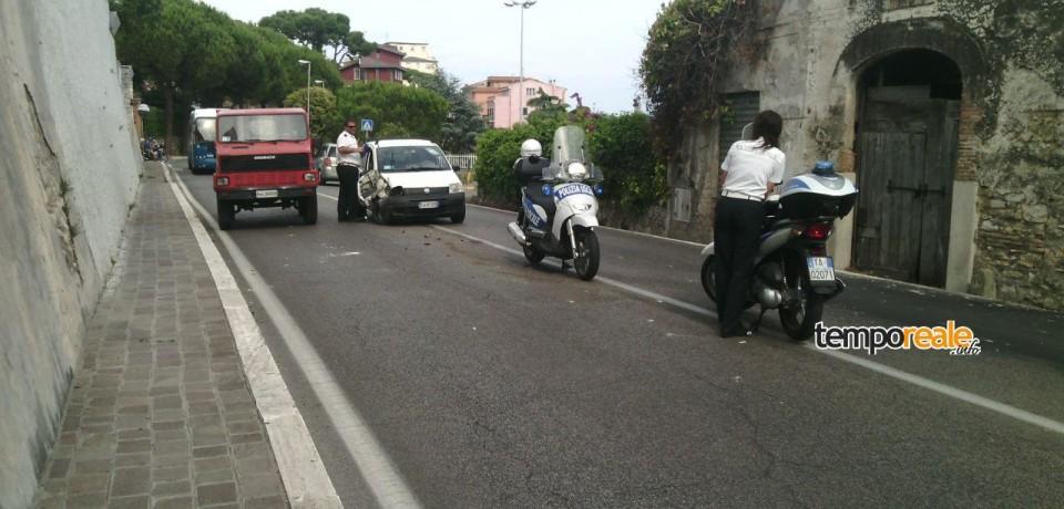 Formia / Incidente sulla Via Appia, auto abbandonata in mezzo alla carreggiata