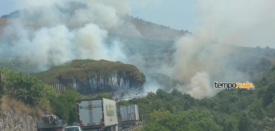 Itri / Spaventoso incendio lungo la statale Appia