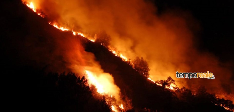 Spigno Saturnia / Brucia il Parco dei Monti Aurunci