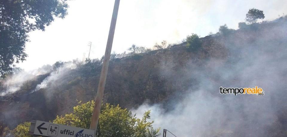 Castelforte / Vasto incendio a Suio, a fuoco oltre 10 ettari di bosco