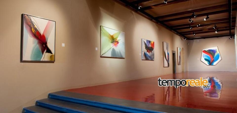 Gaeta / Le opere dell'espressionista Paul Jenkins in mostra alla Pinacoteca comunale