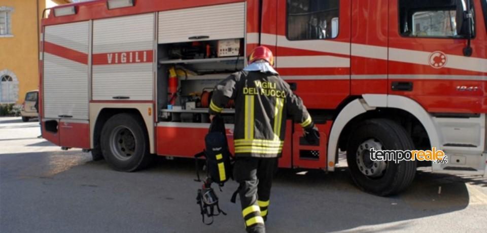 Scauri / Si immerge in una vasca piena di benzina e si dà fuoco: morto un 75enne