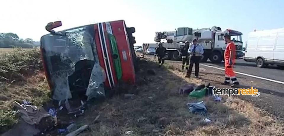 Pullman si ribalta sulla A1 tra Pontecorvo e Ceprano, 15 feriti