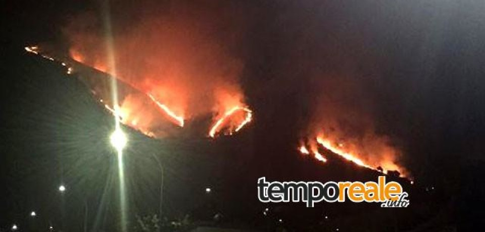Latina / Spaventoso incendio tra Bassiano e Sermoneta