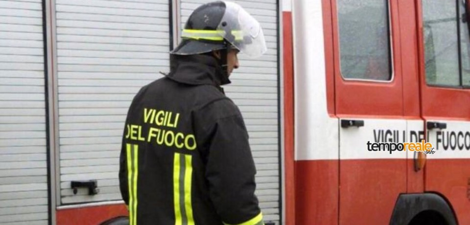 Minturno / Incendio in un garage a Tremensuoli, pompieri in azione