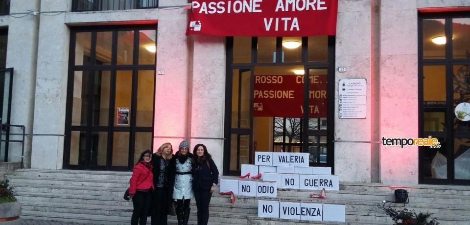 Cassino / Giornata internazionale contro la violenza sulle donne, il comune si tinge di rosso