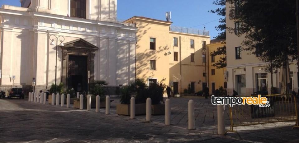 Formia / Piazza Santa Teresa senza parcheggi, la protesta dei commercianti