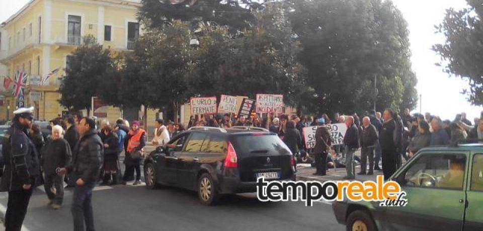 Formia / Investimento a Penitro, manifestazione di protesta davanti al Comune