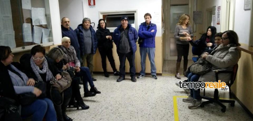 Minturno / Senza stipendio, la protesta dei 35 dipendenti comunali reintegrati