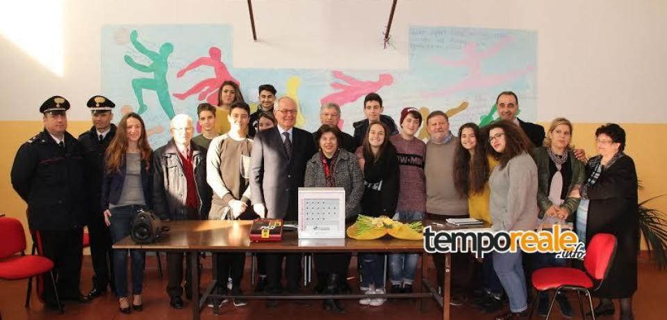 """Roccasecca / Consegnato il primo defibrillatore per il progetto """"A scuola di depurazione"""""""