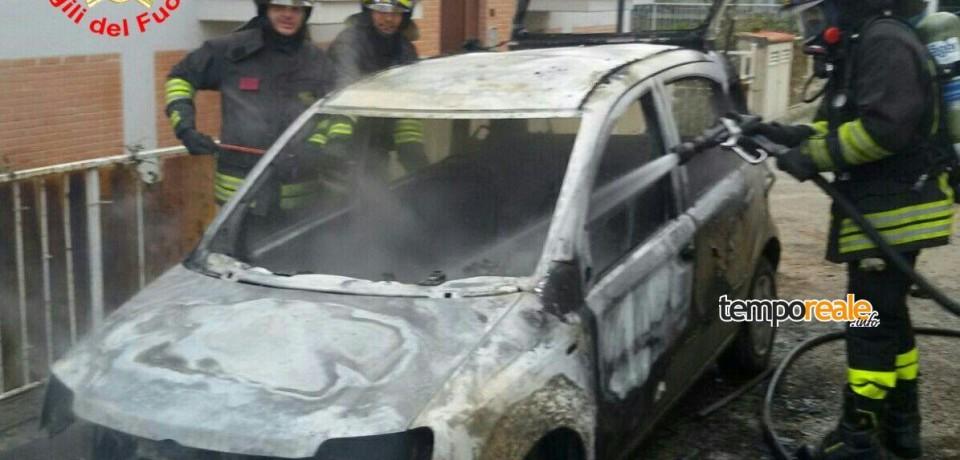 Minturno / A fuoco una Fiat Panda in Via Sant'Albina a Scauri