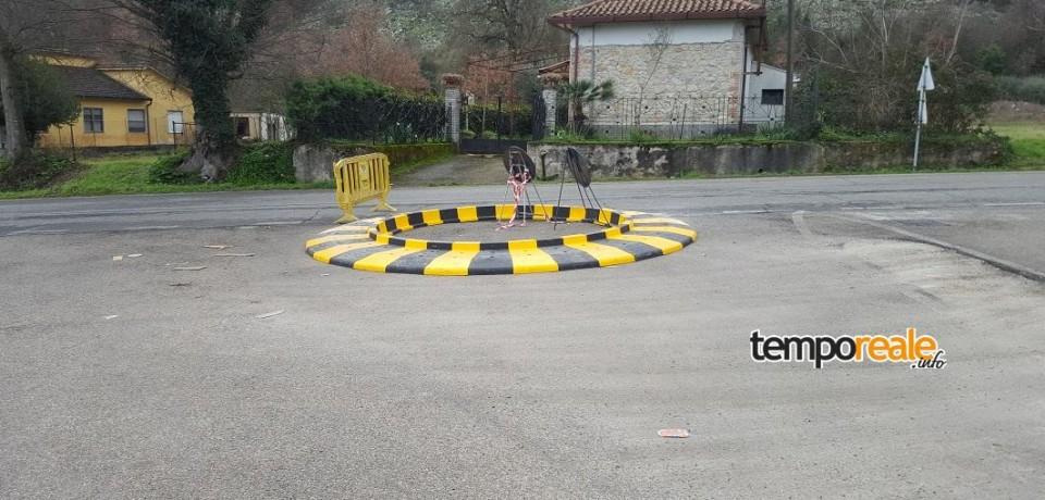 Cassino / Installata la rotatoria su Via Caira. Proseguono i lavori su Via Solfegna