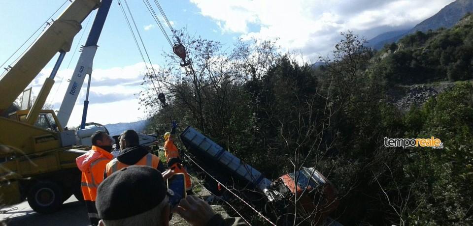 Ausonia / Tir precipitato, ancora interrotta la superstrada Formia-Cassino