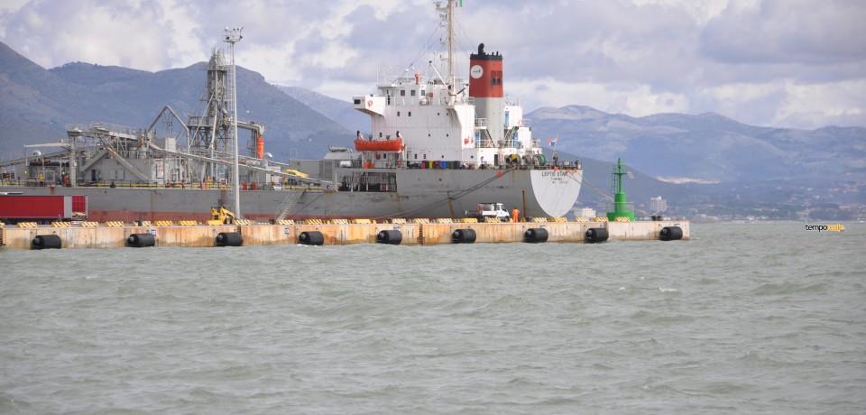 Gaeta / Porto, nave urta contro la banchina