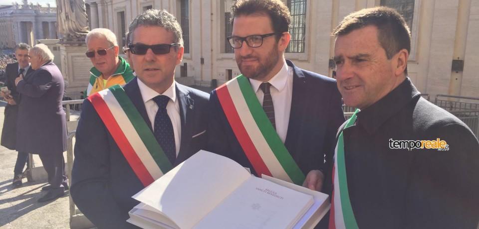 """Cassino / Papa Francesco benedice la Fiaccola Benedettina """"Pro Pace et Europa Una"""""""