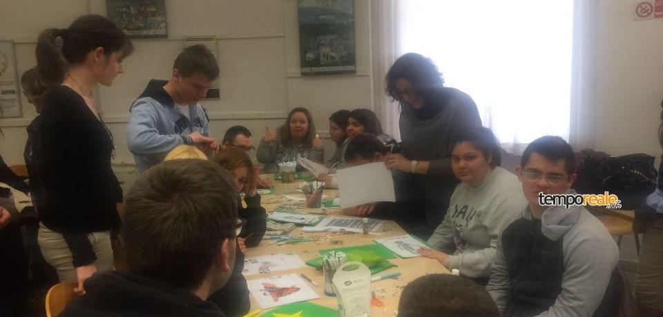 """Latina / Gli studenti del """"San Benedetto"""" in visita alla Biblioteca comunale"""