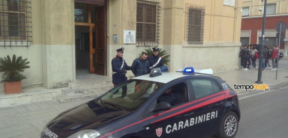 Latina / Fuga rocambolesca a bordo di una Jaguar, romeno arrestato alle porte di Aprilia