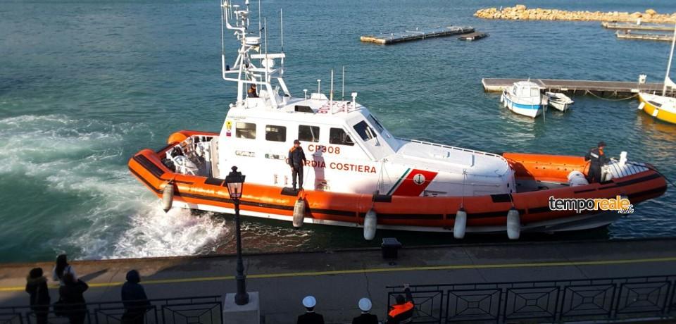 Gaeta / Dopo 2 mesi di missione in aiuto dei migranti a Lampedusa torna a casa la motovedetta CP 308