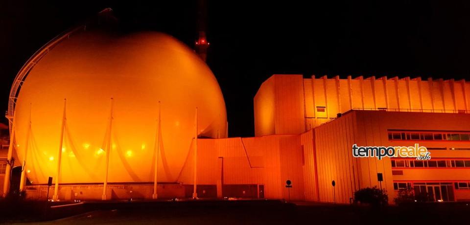 Centrale nucleare del Garigliano illuminata di arancione per la Giornata mondiale della Salute e Sicurezza