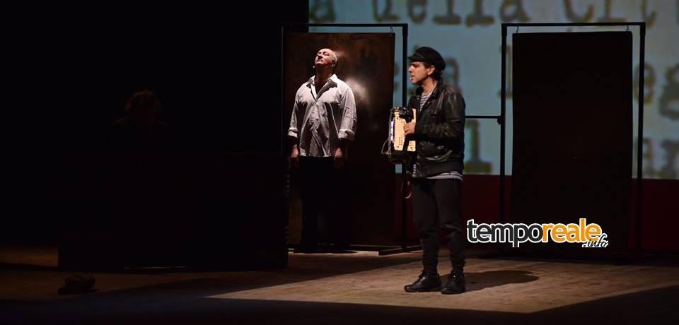 """CassinoOff, si conclude il festival del teatro civile con """"La fisarmonica verde"""" di Andrea Satta"""