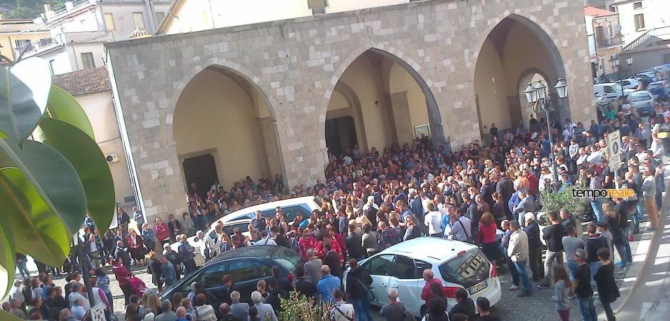 Itri / Folla al funerale di Gianluca Ialongo