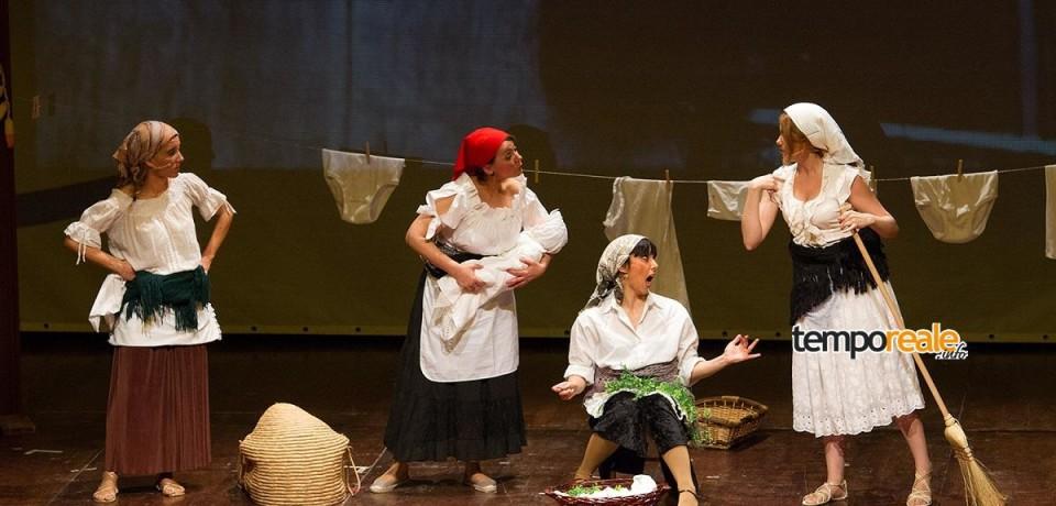 Cassino rivive 70 anni di storia con gli attori del Cut: ricordi, filmati, risate e applausi al teatro Manzoni
