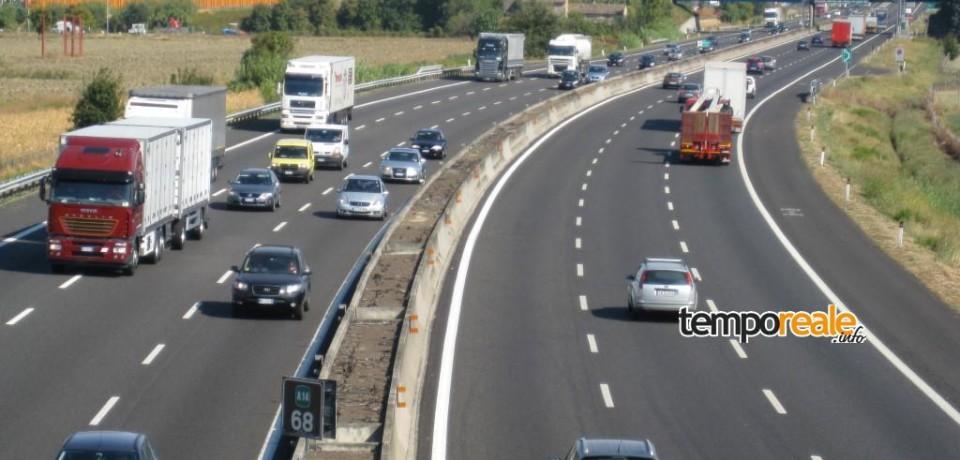 Frosinone / La Polizia rintraccia un minore straniero legato con delle cinghie sotto un camion