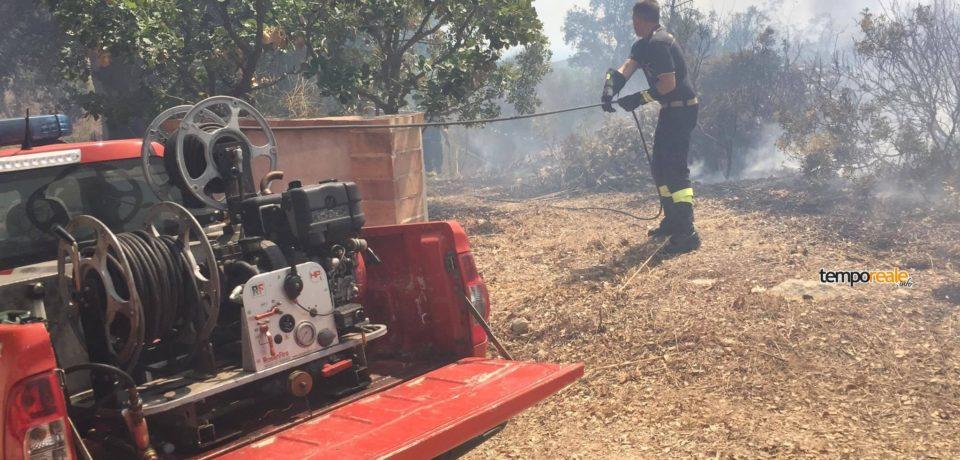 Itri / Vasto incendio sulla strada verso Sperlonga, imponente task force e volontari per domarlo