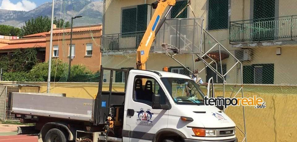 """Minturno / Ripristinato il canestro all'Arena Mallozzi. Sindaco Stefanelli: """"Domani tutti a giocare a basket"""""""