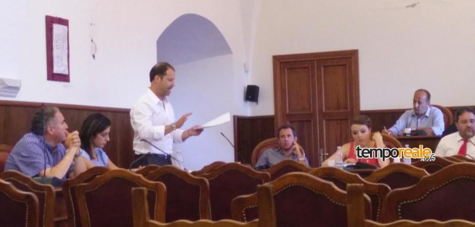 Minturno / Ambulanti e bilancio, è scontro in consiglio comunale
