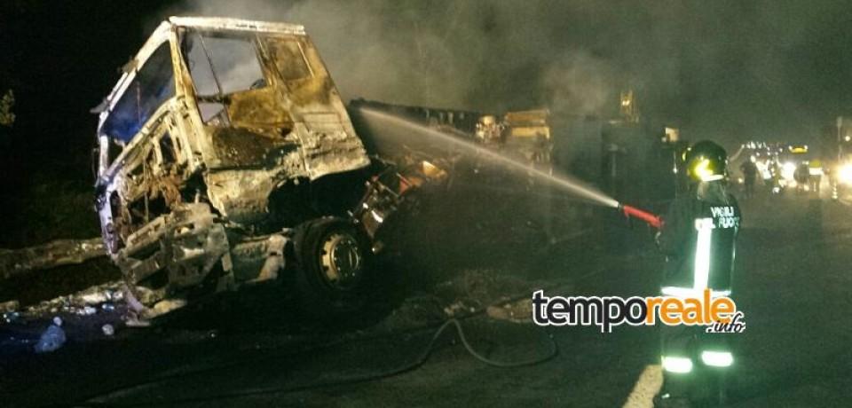 Ceccano / Incidente sull'autostrada A1, Tir si ribalta sulla carreggiata e va in fiamme