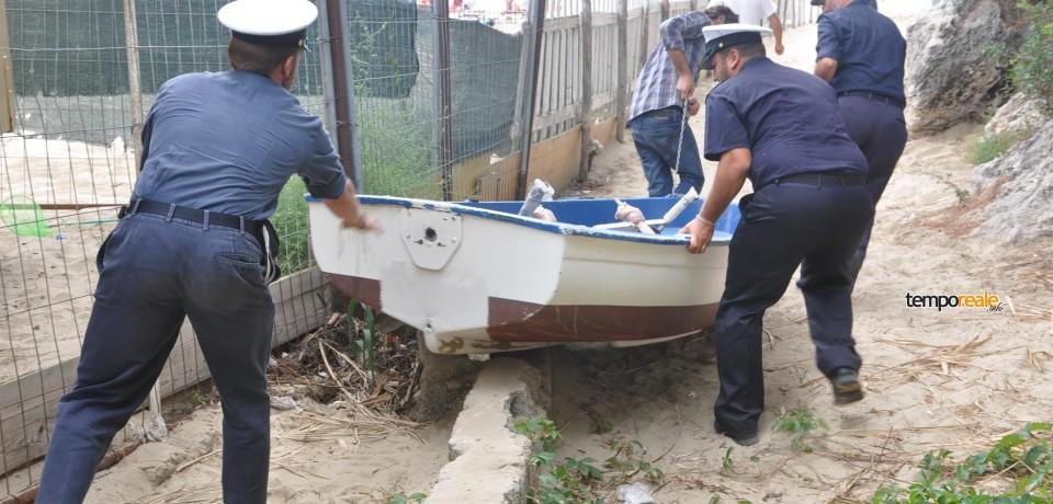 Gaeta / Occupavano la spiaggia con catena e lucchetto. Sequestrate canoe, barche e lettini