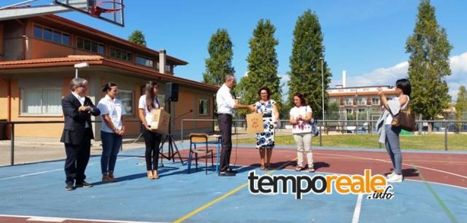 Sperlonga / Inaugurazione anno scolastico, Sperlonga Turismo consegna alla scuola 2 defibrillatori