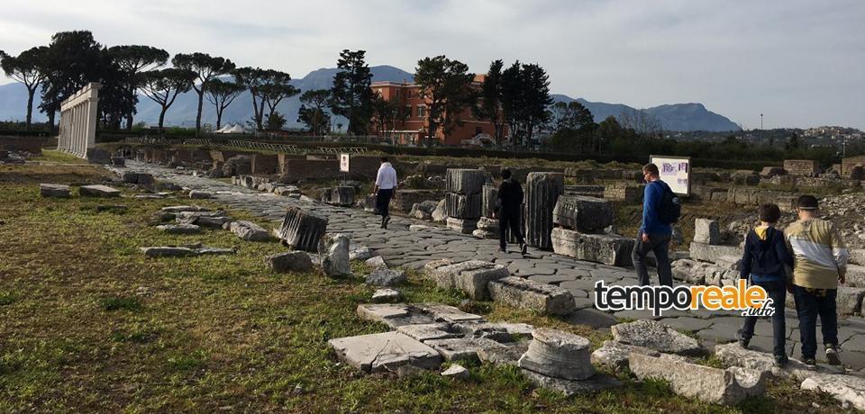 """Minturno / Paolo Rumiz presenta il suo libro """"Appia"""", il racconto del suo cammino al Teatro Romano"""