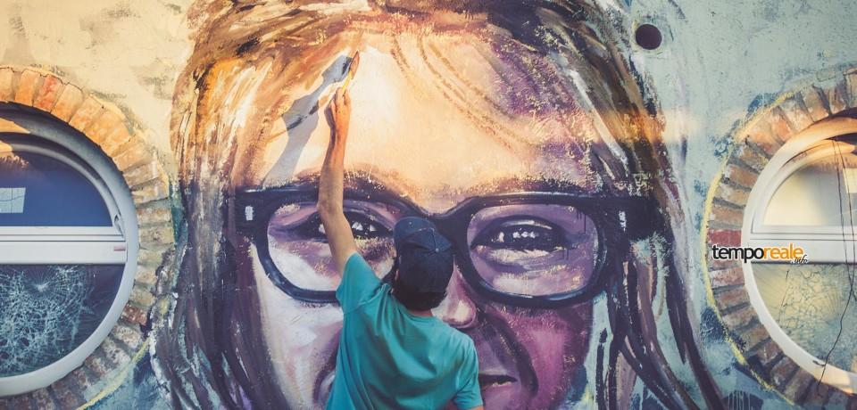 Scauri / Presentazione di cartoline del murale di Apolo Torres e del calendario 2017 di Memorie Urbane