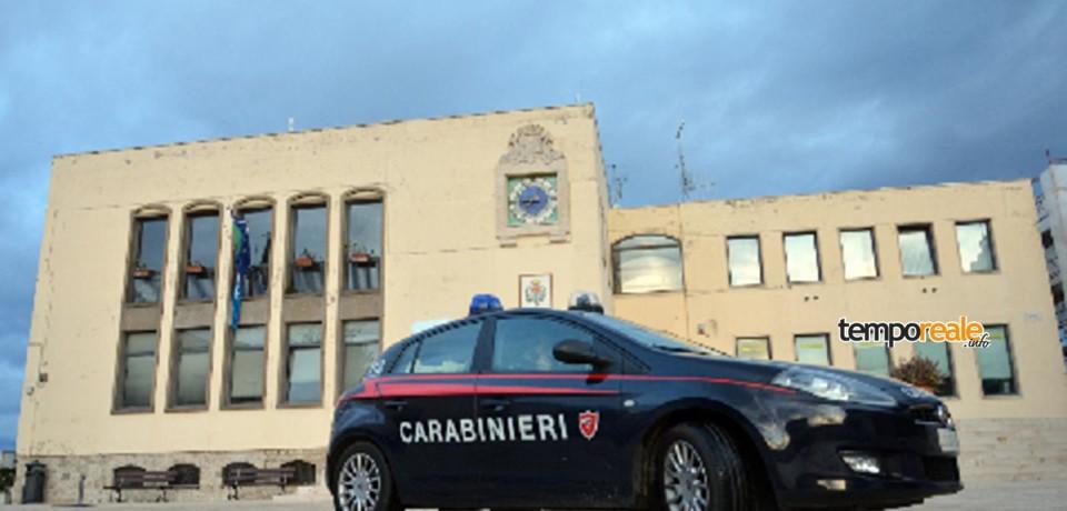 Sperlonga / Bomba al Comune per rapinare il bancomat: distrutto l'ufficio anagrafe