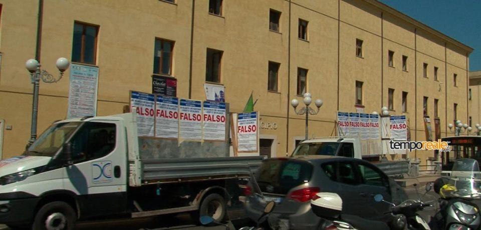 Formia / La giunta non approva il collaudo del multipiano, la protesta di Di Cesare