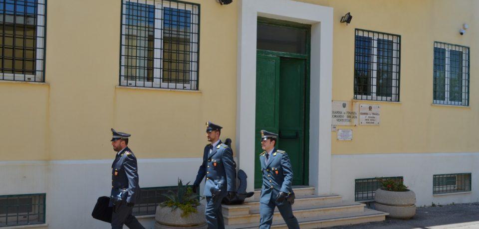 Ventotene / Cinque arresti per associazione a delinquere finalizzata al voto di scambio