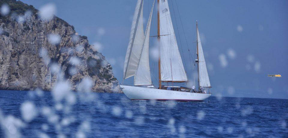 """Gaeta / Le """"Grandi Vele"""" affrontano le acque del Golfo (foto)"""