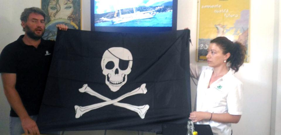 Lazio, foci di fiumi e canali malati cronici d'inquinamento: Legambiente assegna le bandiere nere
