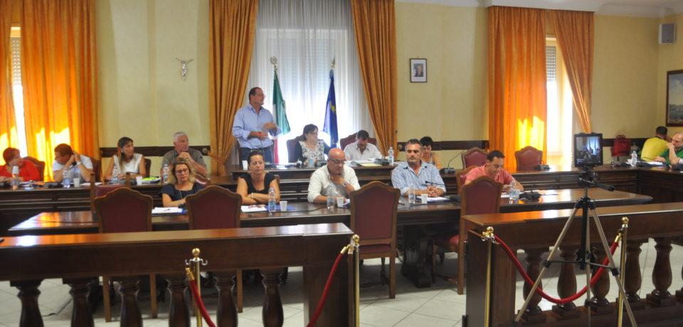 Gaeta / Il consiglio comunale si schiera per l'acqua pubblica. De Angelis chiede le carte del potabilizzatore