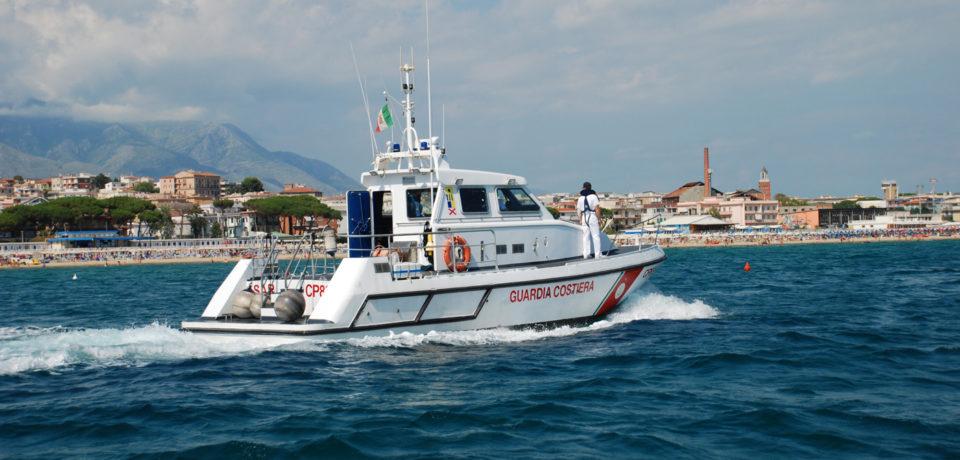 Gaeta / Praticano sci nautico in porto: beccati e sanzionati per oltre 1000 euro